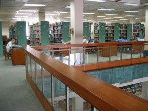 Tables and Books at the Norris Medical Library Upper Level