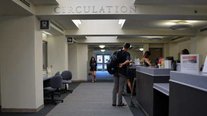 Leavey Library Circulation Desk